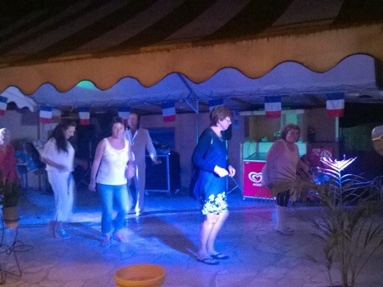Soirée repas et danse au camping Les Floralies