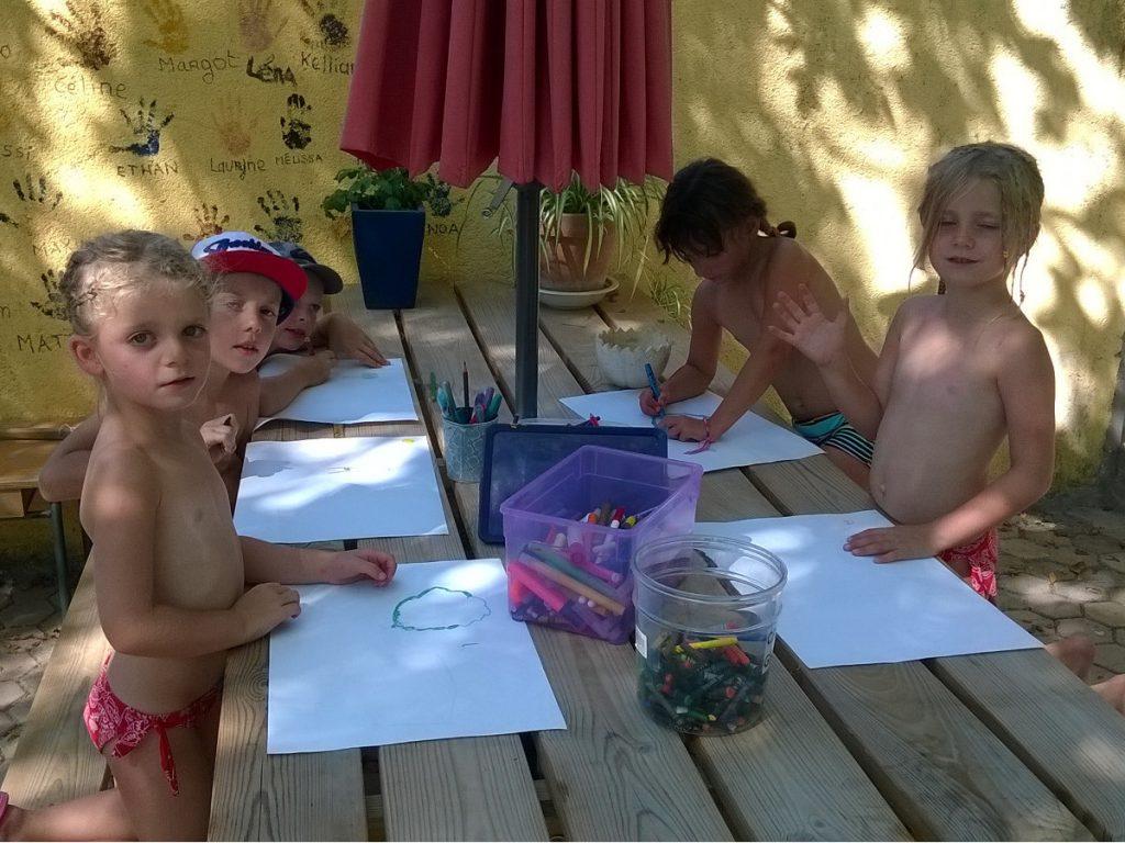 Cabane des enfants : ambiance familiale au camping les Floralies de Montauroux situé sur la Côte d'Azur