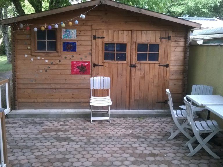 Chalets en bois pour la cabane des enfants : camping familial dans le Var
