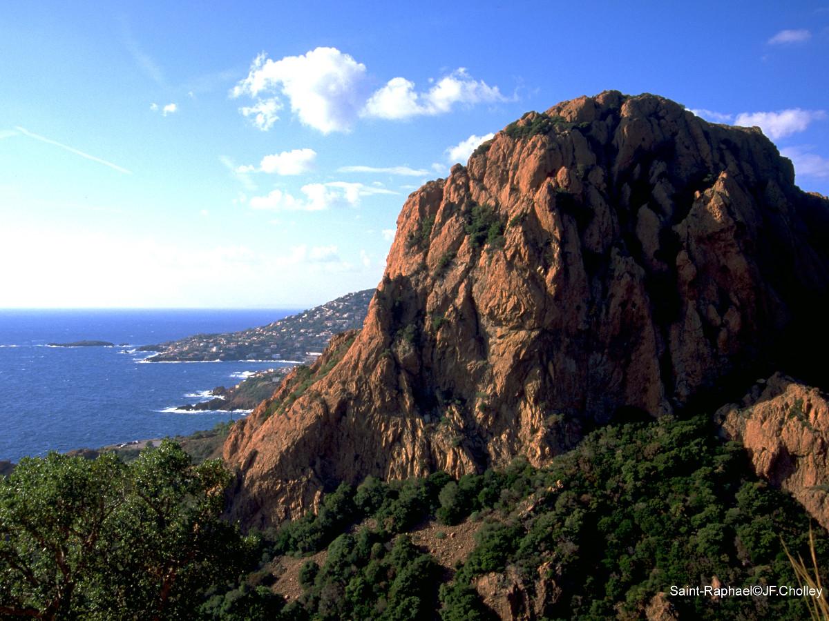 Massif de l'Estérel : morceau de montagne le long de la Méditerranée