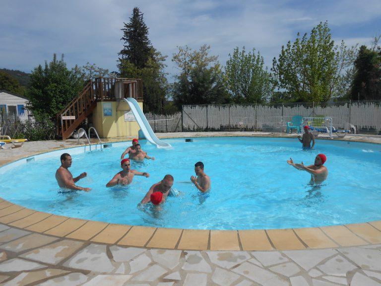 Tournoi de water-polo dans la piscine