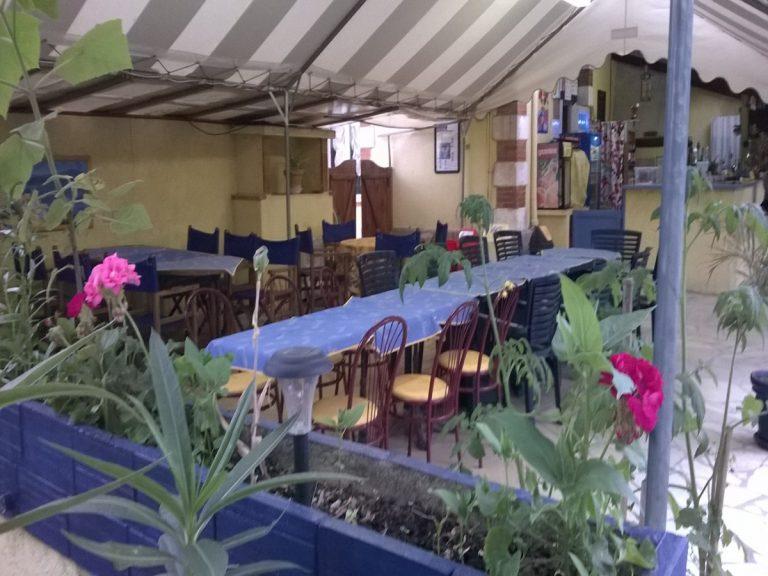 Terrasse couverte du snack-bar