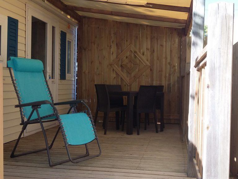 Terrasse du mobil-home Sun Living pour 4 personnes