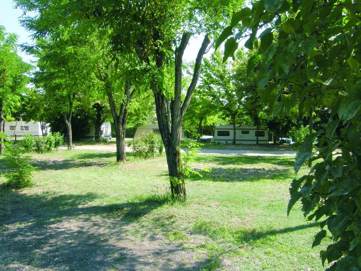 Location tente aménagée 5 personnes au Camping Les Floralies Montauroux Var