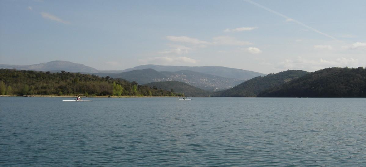 lac de saint cassien a proximité du camping les floralies a Montauroux var provence