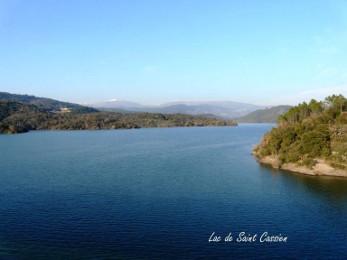 vu du lac de saint cassien dans le var provence alpes cote d'azur